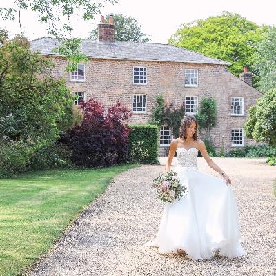 Berkshire-based photographer Annabel Farley shares tips for autumn weddings