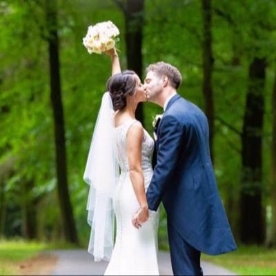 Berkshire-based wedding photographer Annabel Farley offers spring shoot opportunities